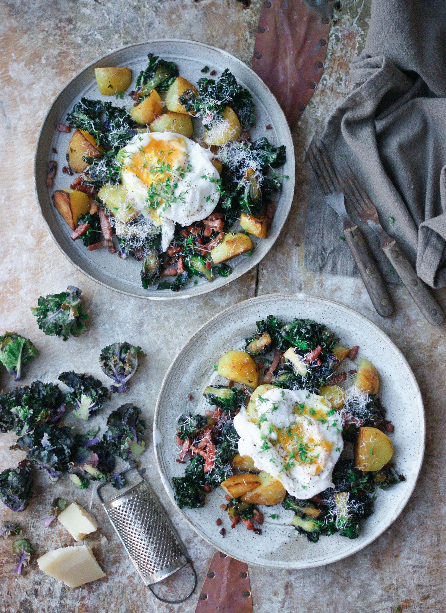 Flowersprouts, pancetta, potatis och pocherat ägg