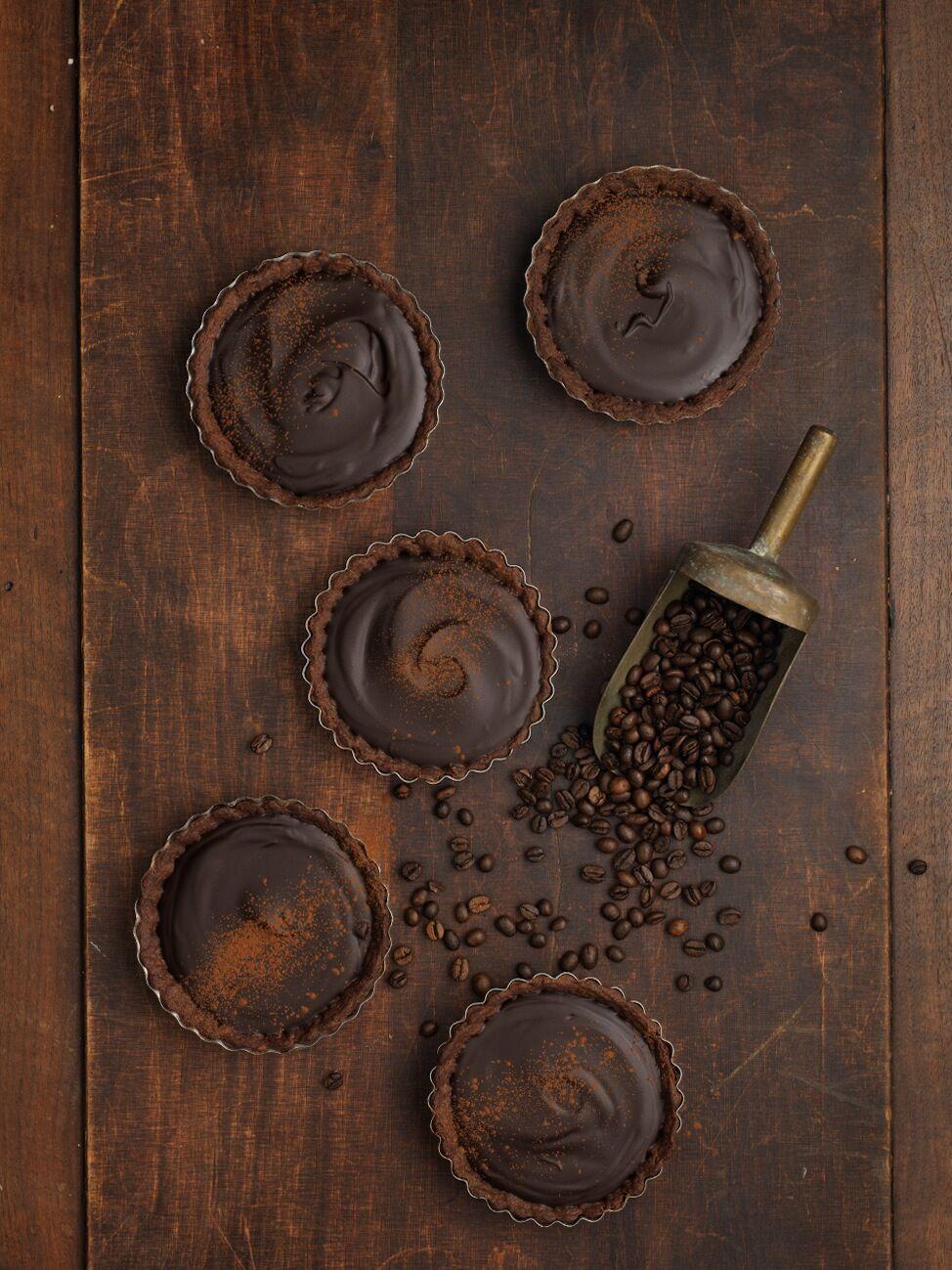 Chokladpaj med espressofyllning med espressobönor