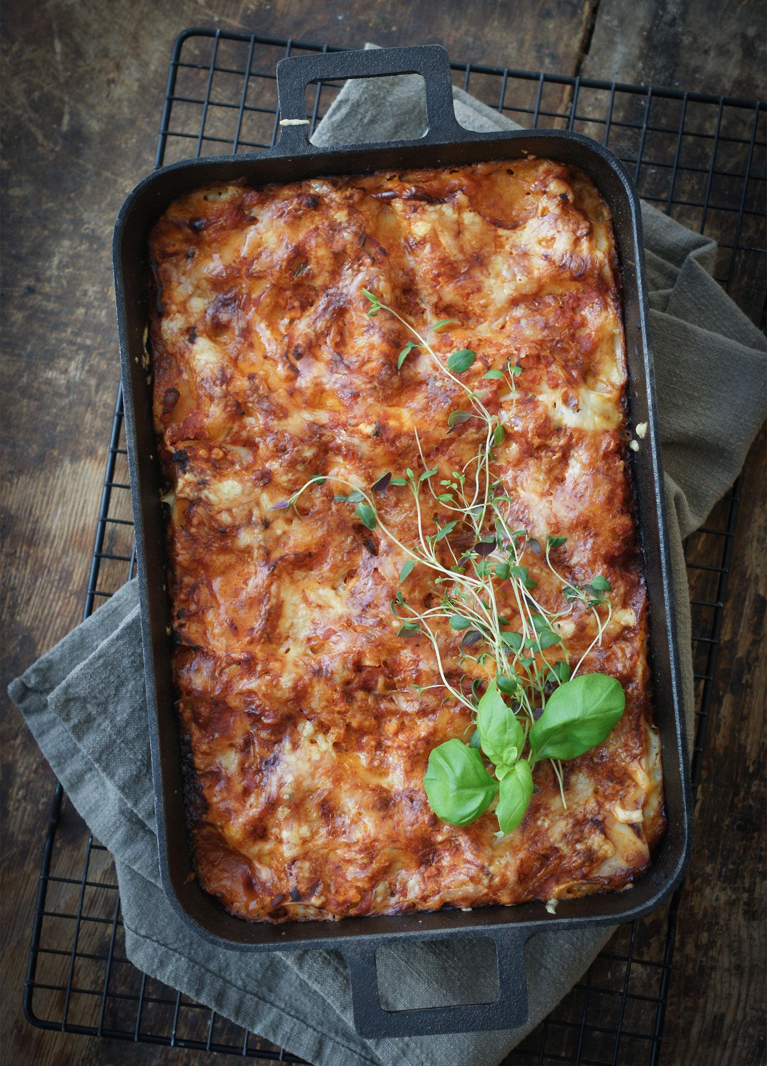 Vegetarisk lasagne med röda linser i gjurtjärnsform