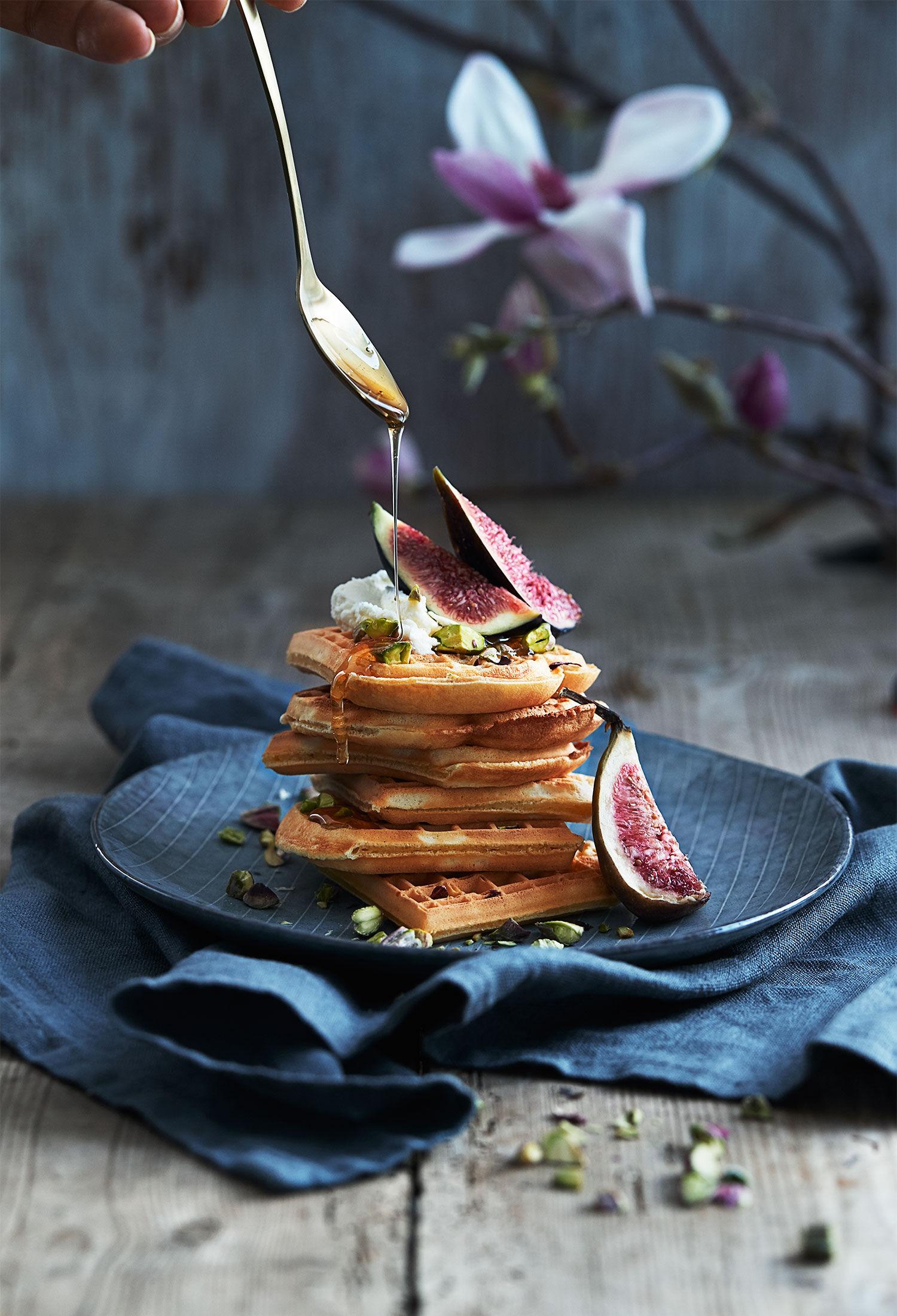 Våfflor med fikon, mascarpone, pistagenötter och honung