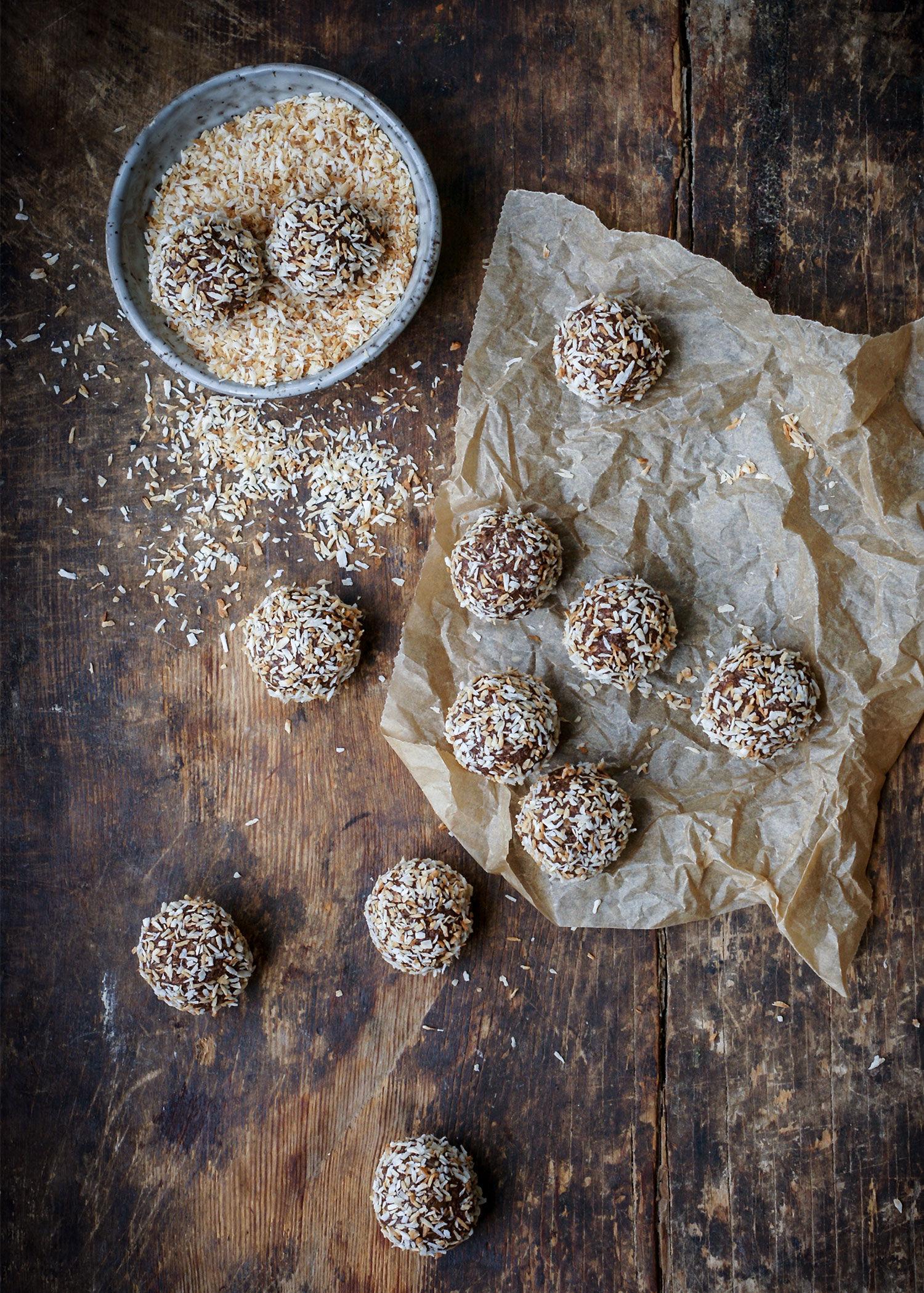 Godaste chokadbollar med brynt smör och rostad kokos