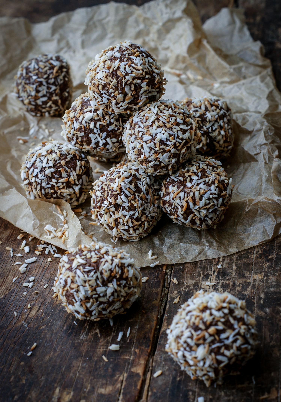 Recept på godaste chokadbollar med brynt smör och rostad kokos av Systrarna Eisenman