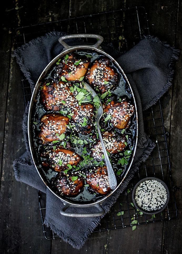 Ugnsbakad ugnsbakad kyckling med soja och sweet chili sås