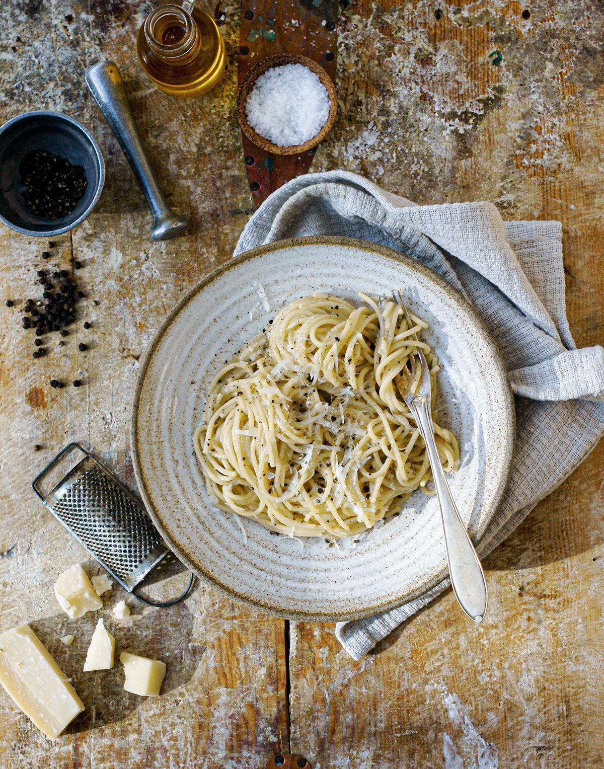 Cacio e pepe - spaghetti med svartpeppar och parmesan