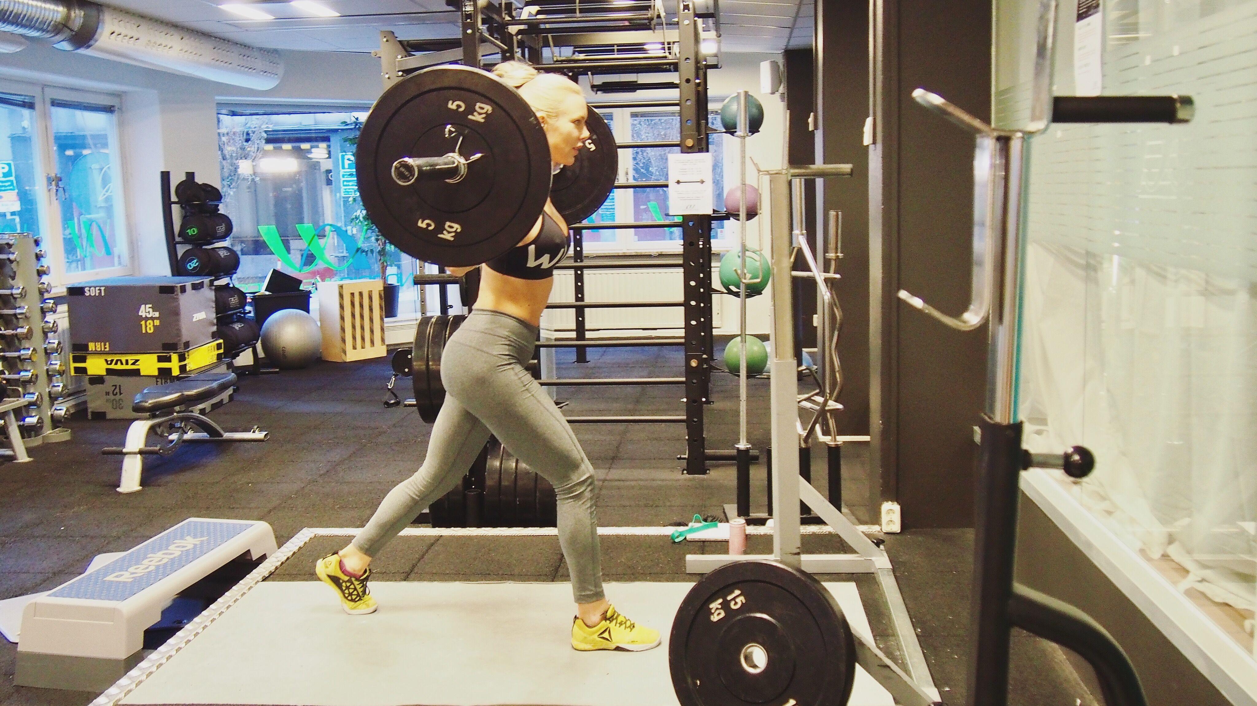 4 effektiva kombo-övningar som garanterat får det att svida i rumpa och lår