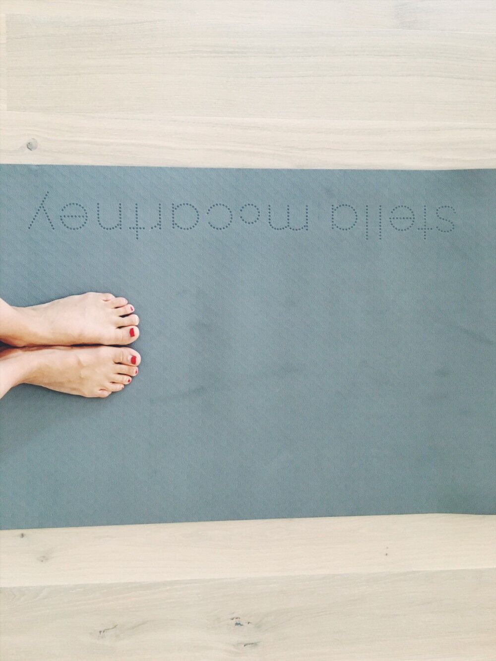 Lisa Beskow yogar.